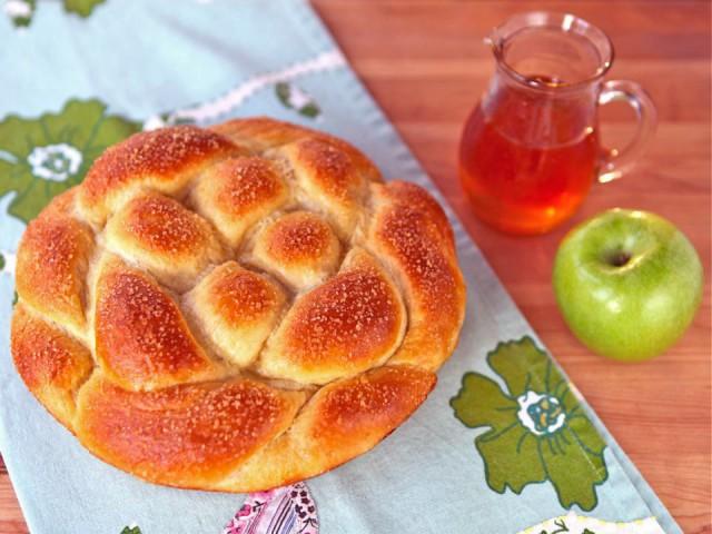 Apple-Honey-Challah-1-640x480
